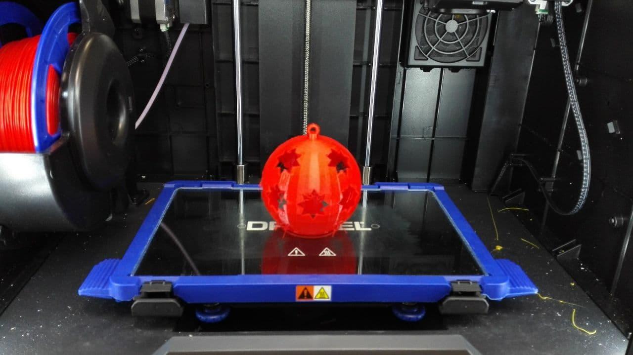 Attachment Christbaumkugel im 3D Drucker.jpg